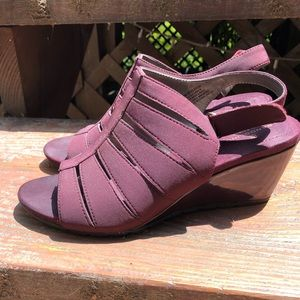 Bandolino B-flexible wedge sandals size 8 vegan